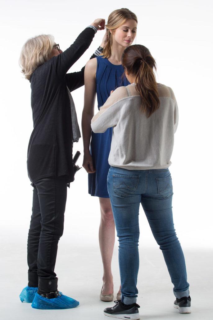 Achter de schermen tijdens een lookbook fotoshoot voor een zwangerschapskledingmerk.